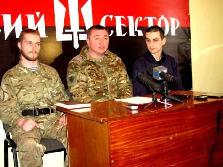 """Боєць Правого сектору в Тернополі: """"Згідно з законодавством ми є злочинці"""" (фото, відео)"""