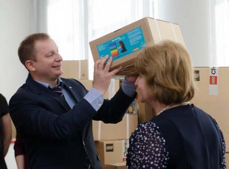 Чотири пілотні школи Тернопільщини отримали конструктори LEGO (фото)