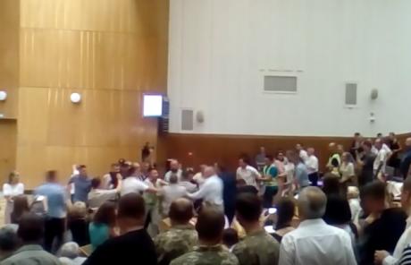 Тернопільські депутати добряче пом\'яли один одного (ВІДЕО)