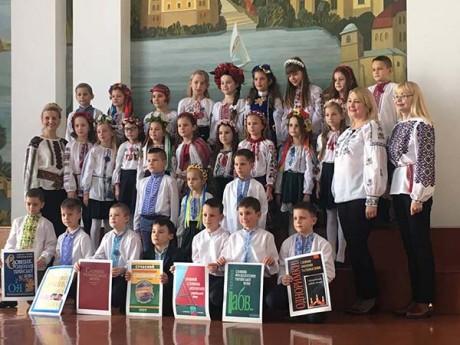 У День української писемності та мови учні Тернопільської школи №3 відкривали секрети бабусиної скрині (фото)