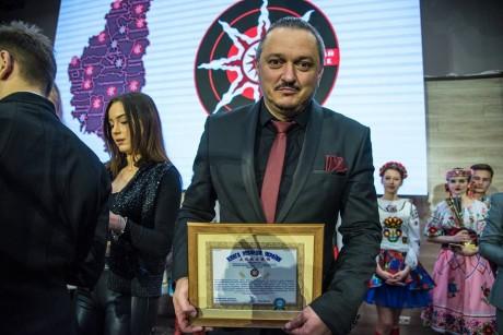 """На Тернопільщині встановили рекорд: наймасовіше виконання пісні """"Вставай Сонце"""""""