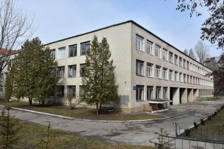 1200px-Ternopilska_zagalnoosvitnya_shkola_-_21_-_17032310