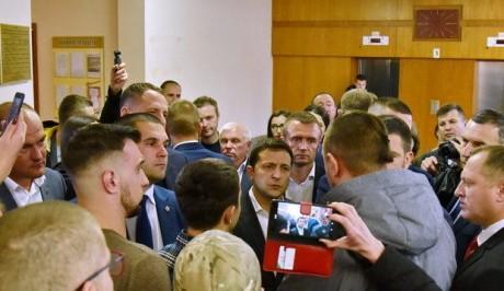 """Активісти """"Правого сектору"""" вийшли до Зеленського з серйозною розмовою"""