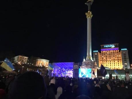 """На Майдані люди зібрались на віче """"У нас є гідність"""""""