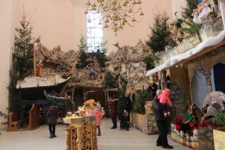Тернополяни вже можуть подивитись на найбільшу в Україні різдвяну шопку (ФОТО)